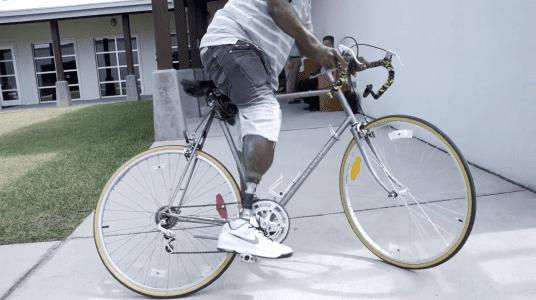 Photo of Tony's prosthetic leg while he's riding his bike